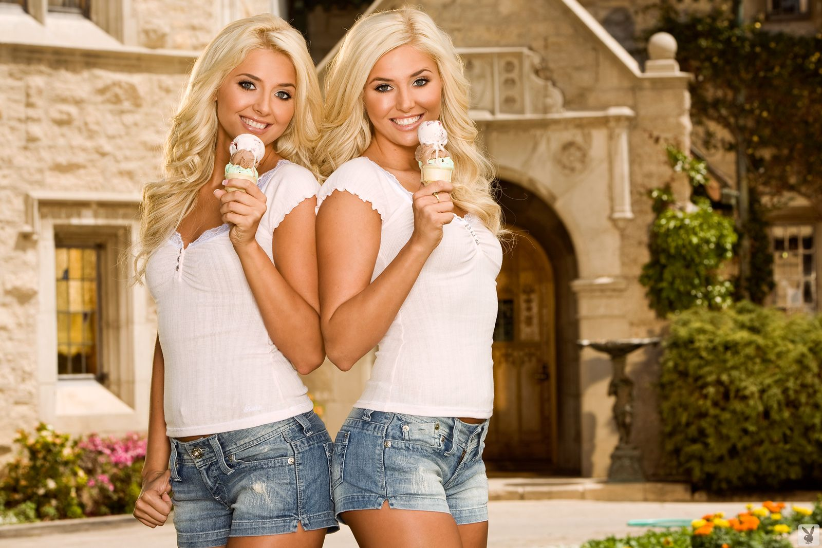 две блондинки видео - 8